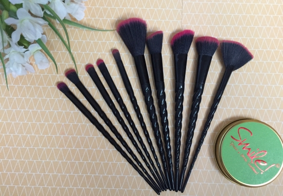 Louboutin brush set
